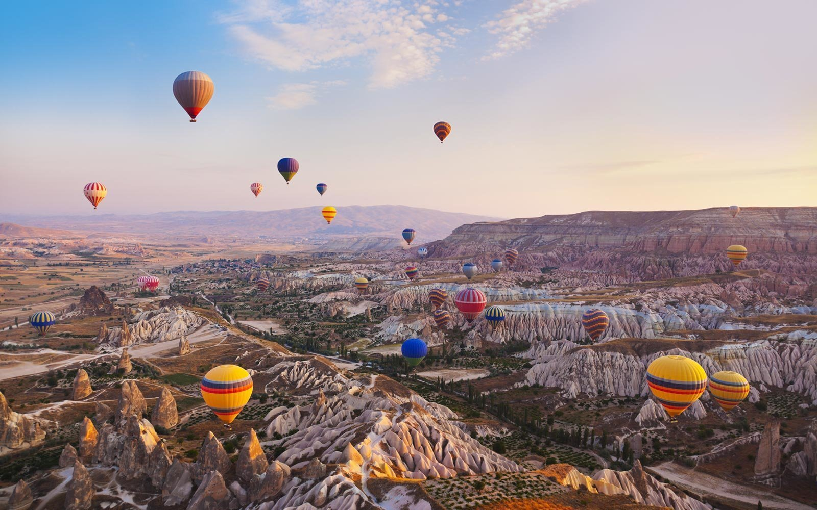 TURKEY'S FIRST INTERNATIONAL BALLOON FESTIVAL IN CAPPADOCIA 7